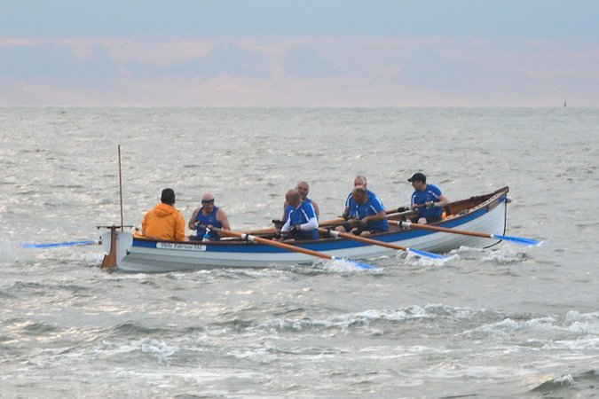 whitby-pilot-gig-team-rowing-boat-7.jpg