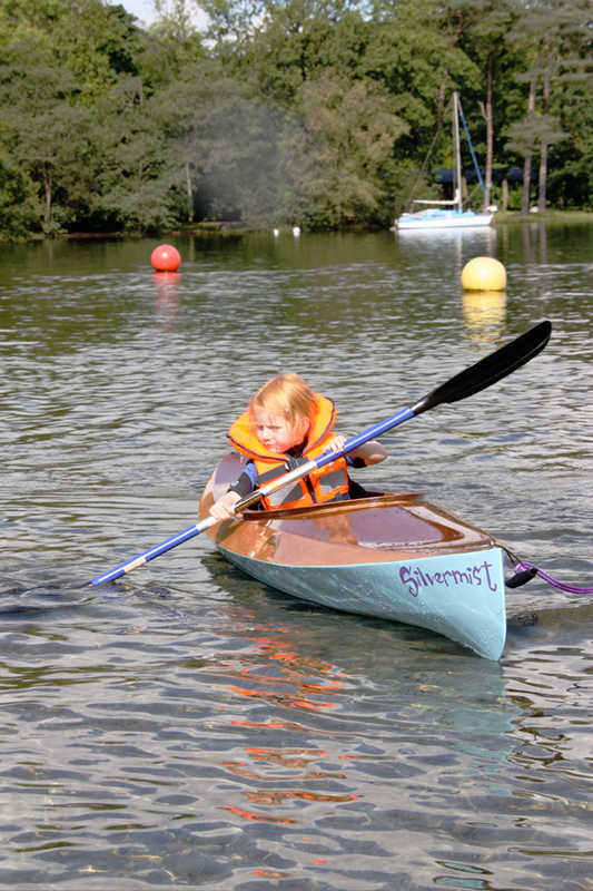 wood-duckling-kayak-child-using.jpg