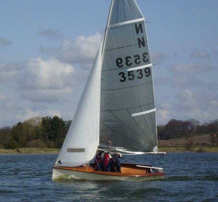 fyne-boat-kits-national-12-underway.jpg